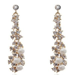 Jewelry - Amazing Pearl and Crystals earrings